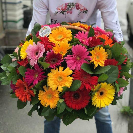 Корзины с цветами . Герберы 47 шт . N203: букеты цветов на заказ Flowwow
