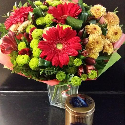 Букет с подарком Трюфелей: букеты цветов на заказ Flowwow