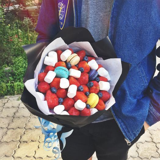 Клубничный букет «макронс»: букеты цветов на заказ Flowwow