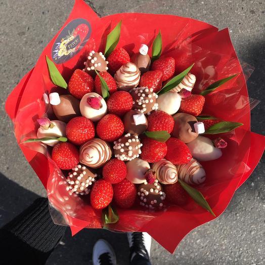 Клубничный букет микс: букеты цветов на заказ Flowwow