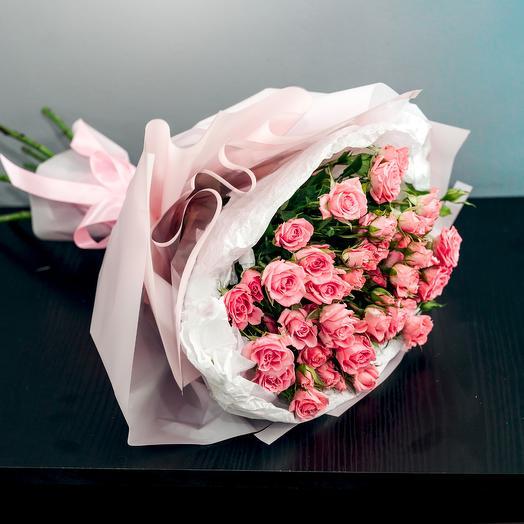 Букет 11 кустовых роз в матовой пленке: букеты цветов на заказ Flowwow