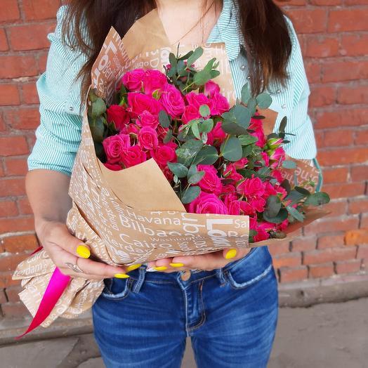 Букет из малиновых кустовых роз Z39: букеты цветов на заказ Flowwow