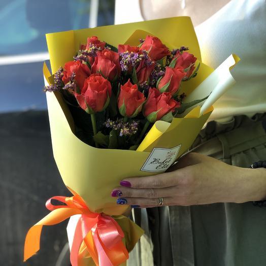 Красные розочки: букеты цветов на заказ Flowwow