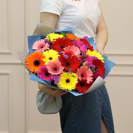 Букет из 19 разноцветных гербер: букеты цветов на заказ Flowwow