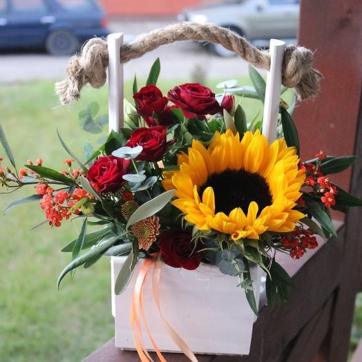 Ящик с подсолнухом: букеты цветов на заказ Flowwow