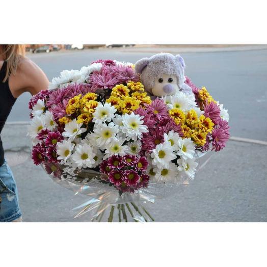 Букет из 25 хризантем и плюшевым мишкой