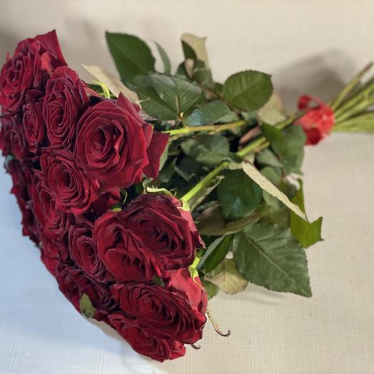 19 красных роз: букеты цветов на заказ Flowwow