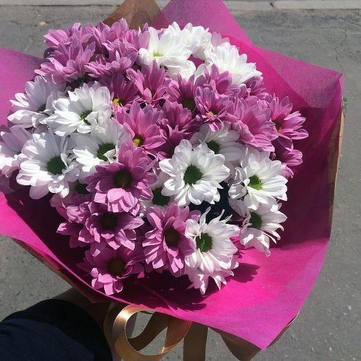 Букет из 7 разноцветных хризантем