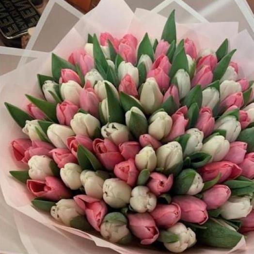Тюльпаны в двух нежных оценках в дизайнерской упаковке 101 Шт: букеты цветов на заказ Flowwow