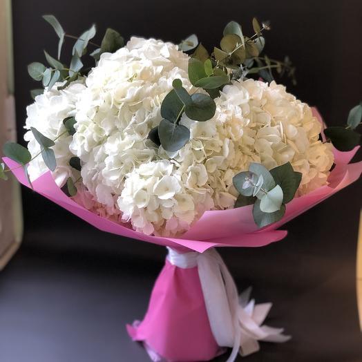 Белая гортензия с эвкалиптом: букеты цветов на заказ Flowwow