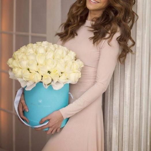 Белые розы в бирюзовой коробке