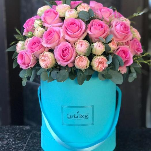 Розы в бирюзовой коробке