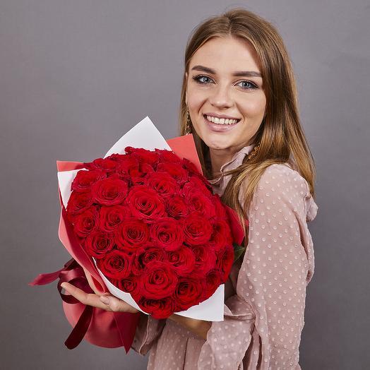 35 красных роз (ваза в подарок, см. условия акции)