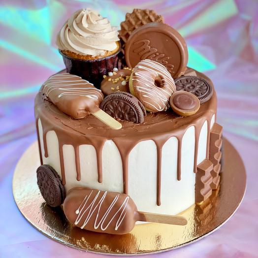 Торт с шоколадным декором