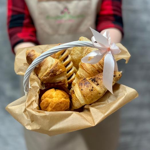 Basket with freshly baked pastries