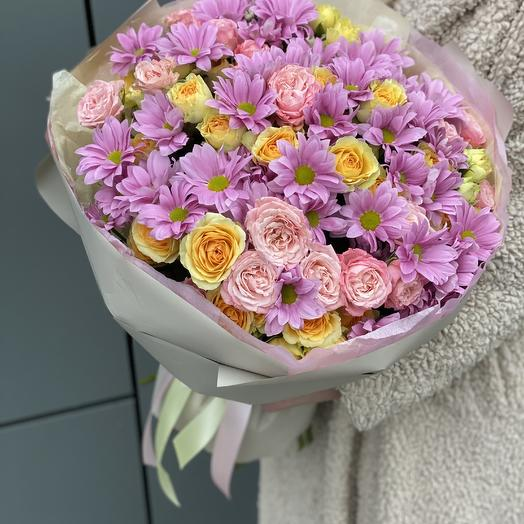 March sun bouquet of roses and chrysanthemums