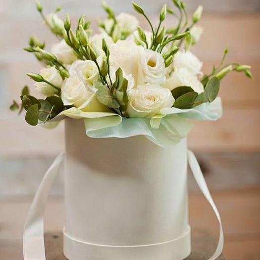 Цветы в коробке лизиантус