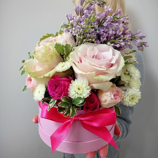 Коробка с сиренью и пионовиднымии розами