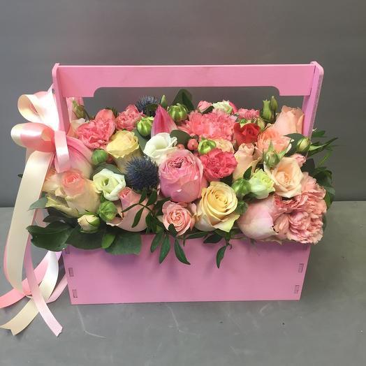 Ящик с розами и гвоздиками