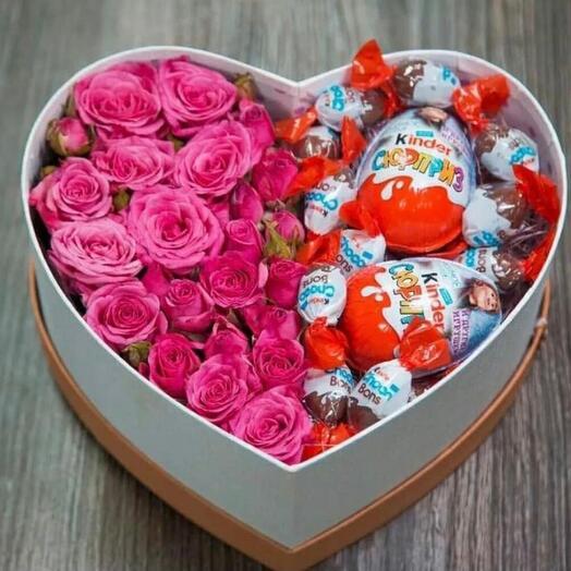 Цветы в коробке с киндер шоколадом