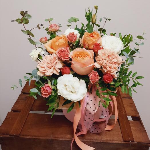 """Цветы в коробке """"Персиковая нежность"""""""