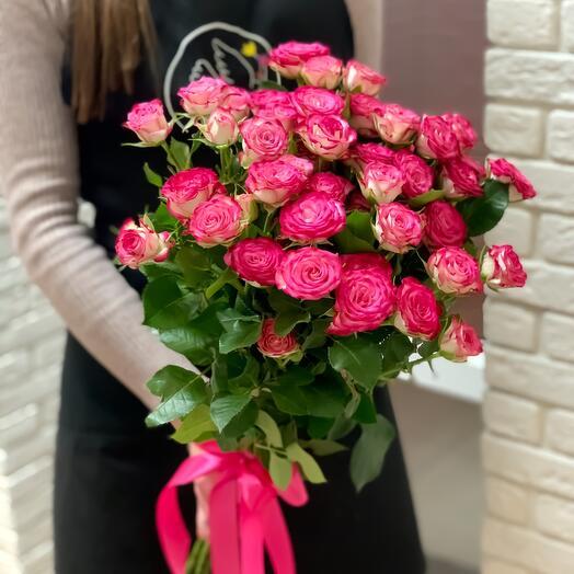 9 кустовых роз «Хейли»
