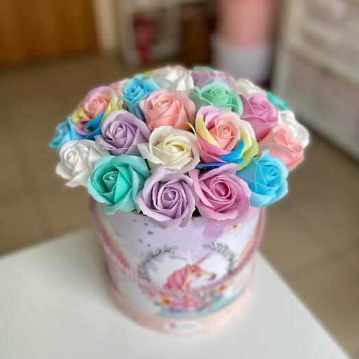 Розы из мыла радужные в коробке 29шт