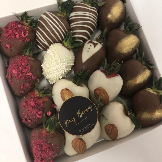 Клубника в шоколаде молодоженам на годовщину свадьбы