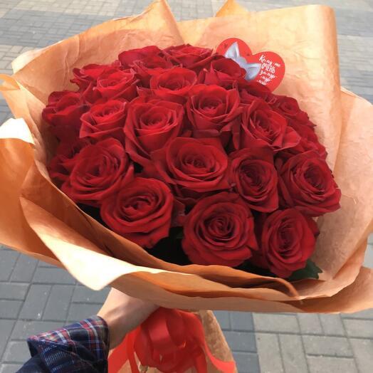 Рикарда - 25 Ароматных Бордовых Роз
