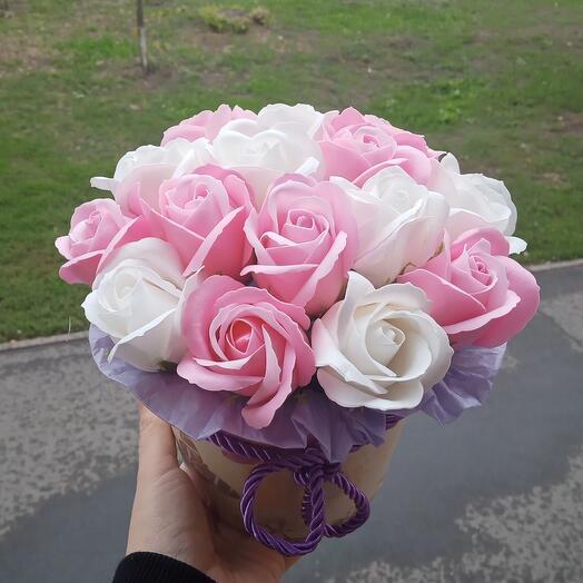 15 мыльных роз в коробке