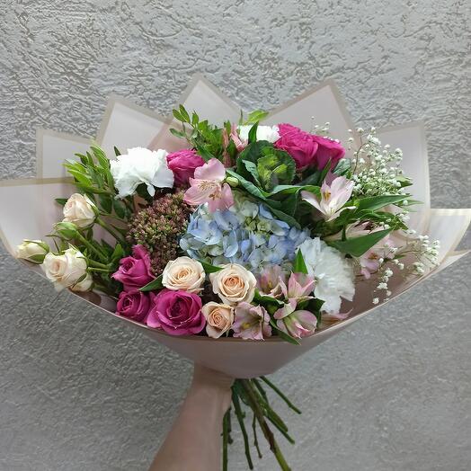 Красивый букет с гортезией, ассорти цветов