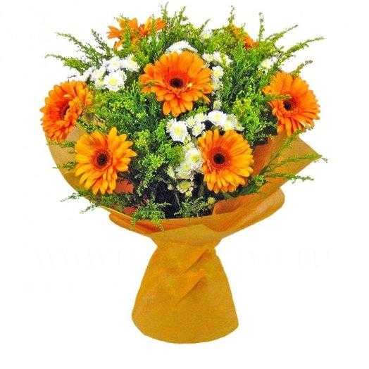 Оранжевые герберы и зелень: букеты цветов на заказ Flowwow