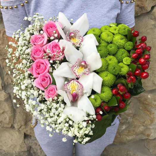 Композиция в форме сердца из орхидей и микс-цветов: букеты цветов на заказ Flowwow
