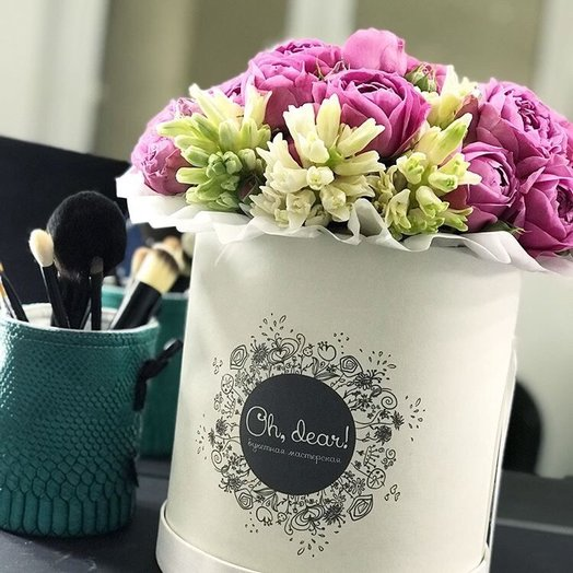 Пионовидная роза и гиацинты: букеты цветов на заказ Flowwow