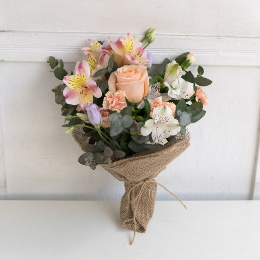 Букетик в персиковых тонах: букеты цветов на заказ Flowwow