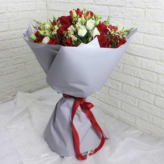 Роман в красном: букеты цветов на заказ Flowwow