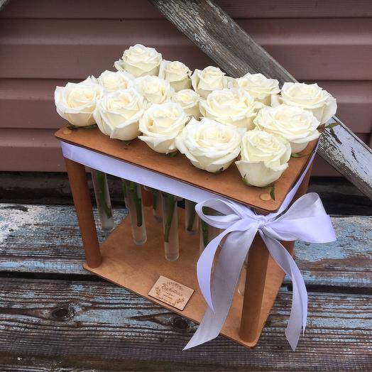 15 белых роз в пробирках: букеты цветов на заказ Flowwow