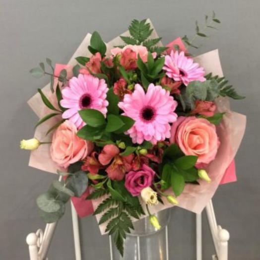 Мир в розовом цвете: букеты цветов на заказ Flowwow