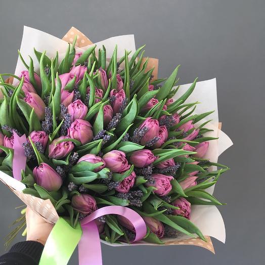 Букет из сиреневых тюльпанов и лаванды: букеты цветов на заказ Flowwow