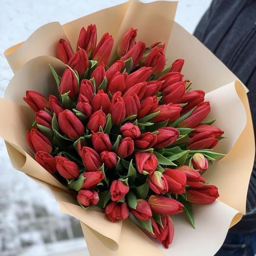 Букет из 51 красного тюльпана: букеты цветов на заказ Flowwow