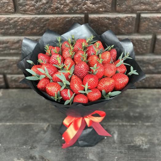 Букет из клубники «Сказка»: букеты цветов на заказ Flowwow