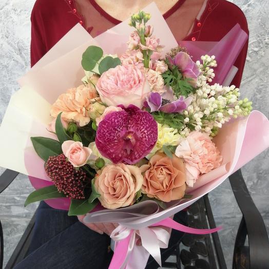 Версаль,, Милый компактный букет с сиренью и орхидеи Ванда: букеты цветов на заказ Flowwow