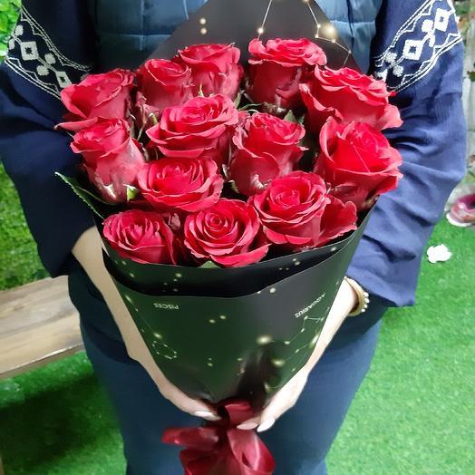 Красные розы в космос- упаковке: букеты цветов на заказ Flowwow