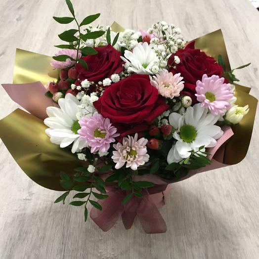 Композиция с алыми розами