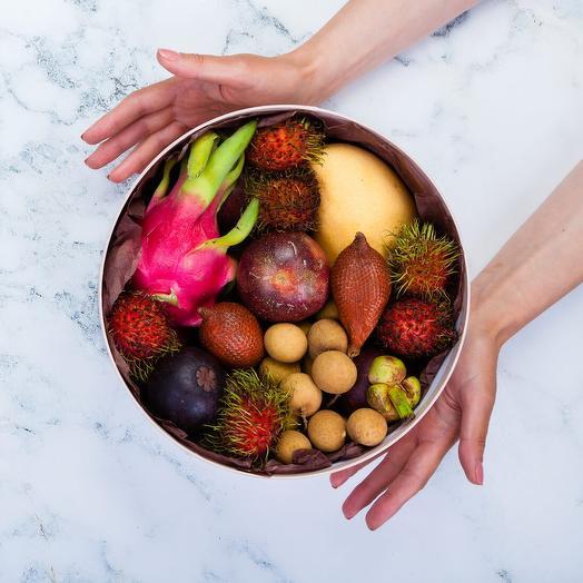 Коробка с экзотическими фруктами: букеты цветов на заказ Flowwow