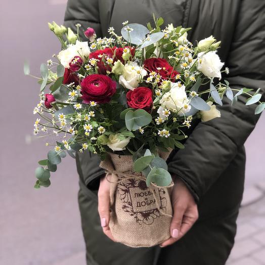 Стильная ваза с цветами