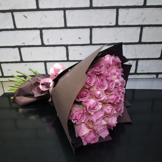 Розовый букет из 35 Кенийской розы: букеты цветов на заказ Flowwow