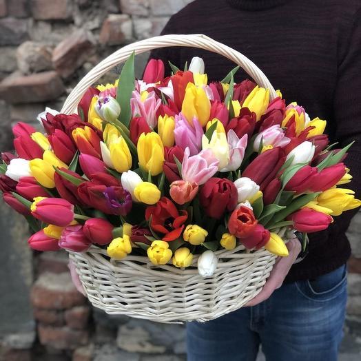 Микс тюльпаны в корзины: букеты цветов на заказ Flowwow