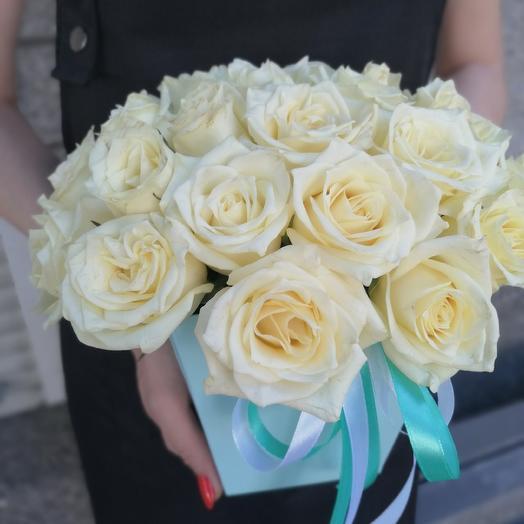 Коробка цветов белых роз