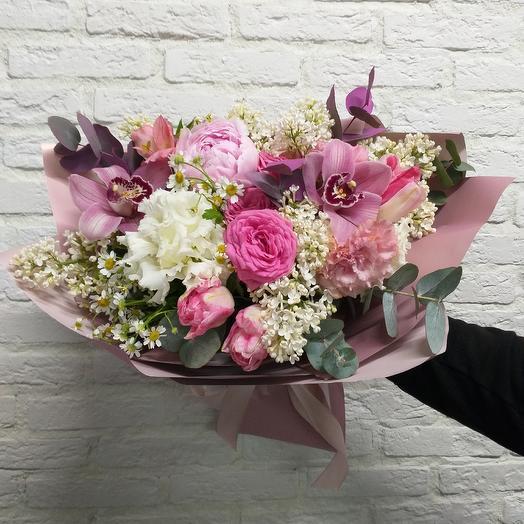 Букет с орхидеями, пионом и пионовидными розами: букеты цветов на заказ Flowwow